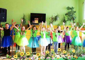 Grupa taneczna podczas występu